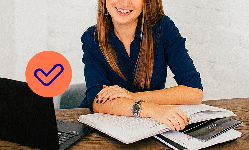 femme ordinateurs papiers Kiute Pro