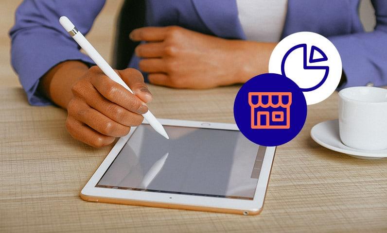 femme bureau sur une tablette